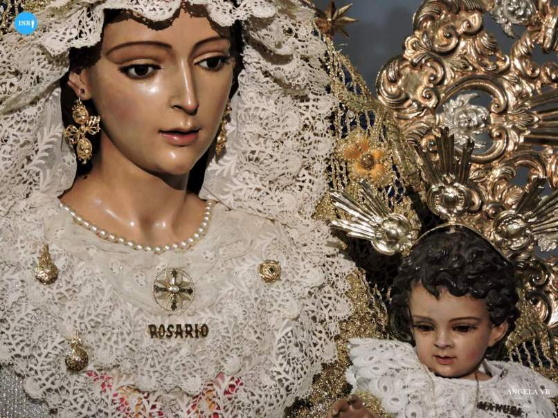 Besamanos a la Virgen del Rosario del Barrio León // Ángela Vilches