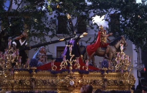 Misterio del Cristo de las Tres Caídas de la Esperanza de Triana en los años 90's