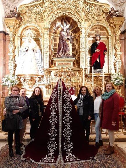 Nuevo manto de vistas para la Virgen de la Candelaria