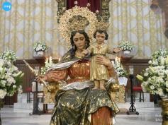 Besapiés de María Auxiliadora de Triana // Carlos Iglesia
