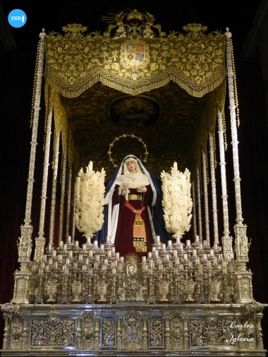Virgen del Rosario de Monte-Sión en su paso de palio // Carlos Iglesia