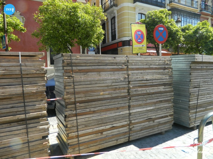 Palcos en la plaza de San Framcisco // Carlos Iglesia