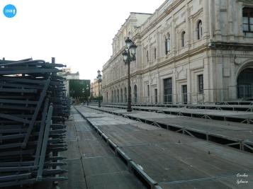 Montaje de palcos de la plaza de San Francisco // Carlos Iglesia