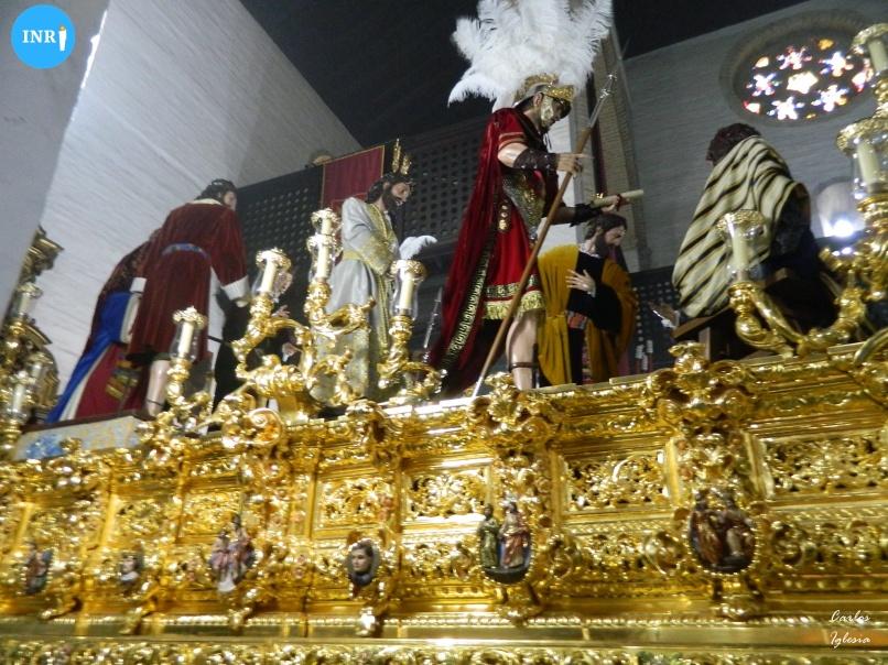 Señor de la Paz del Carmen en su paso con túnica bordada // Carlos Iglesia