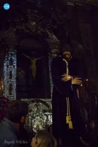 Besapiés al Señor de Pasión // Ángela Vilches