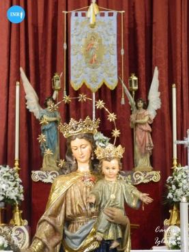 Besapiés a María Auxiliadora de la Trinidad // Carlos Iglesia