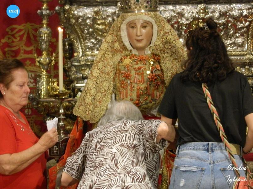 Besamanos a la Virgen de los Reyes // Carlos Iglesia