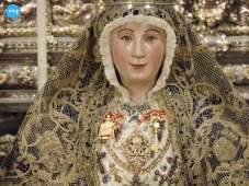 Besamanos a la Virgen de los Reyes // Ángela Vilches