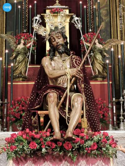 Besapiés al Cristo de la Coronación de Espinas del Valle // Ángela Vilches