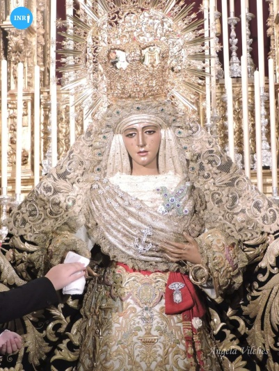 Besamanos a la Esperanza de Triana // Ángela Vilches