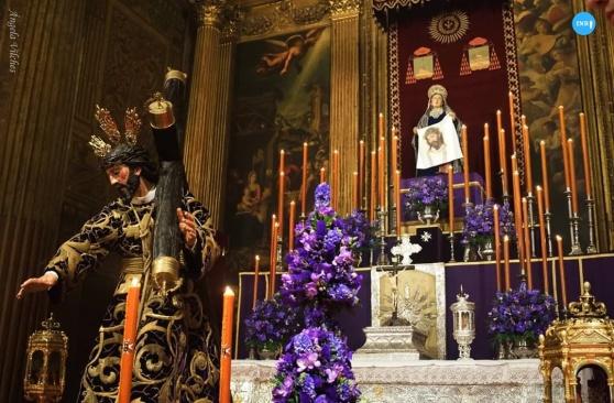 Besamanos al Señor con la Cruz al Hombro del Valle // Ángela Vilches