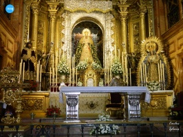 Titulares de la Macarena en el altar mayor // Carlos Iglesia