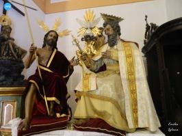 Titulares de la Trinidad fuera de su capilla // Carlos Iglesia
