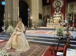 Virgen de los Reyes con manto celeste // Carlos Iglesia