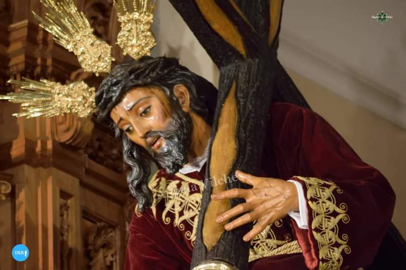Cristo de las Tres Caídas de la Esperanza de Triana con la túnica bordada del convento de Santa Isabel // Ángela Vilches