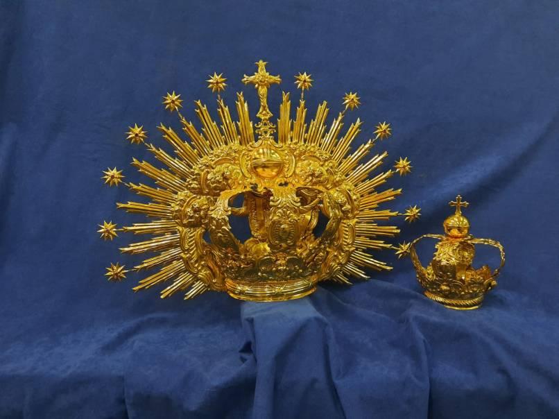 Nuevas jarras y coronas para el Rosario de Carrión de los Céspedes-