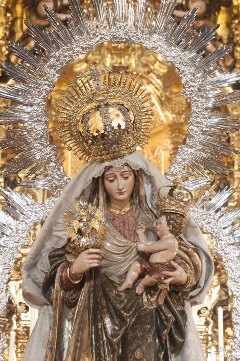 Restauración manto de la Virgen del Amparo-