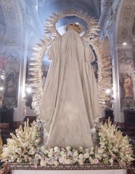 Restauración manto de la Virgen del Amparo