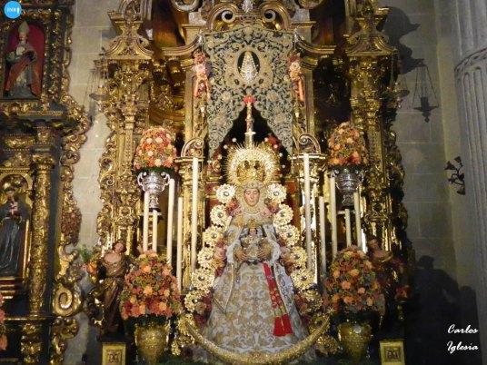 Rocío de Sevilla con la Virgen del Rocío // Carlos Iglesia