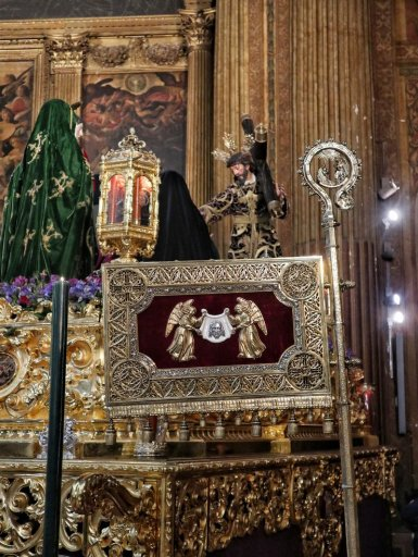 Insignia del cardenal Cervantes del Valle